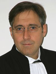 PICOVSCHI弁護士(パリ弁護士会)